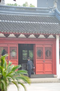 © Beatrice Otto Shanghai Confucian Temple man stepping in