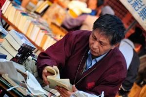 © Beatrice Otto Shanghai book fair man looking at books