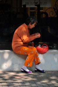 © Beatrice Otto Shanghai lady in orange