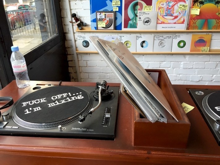 Love vinyl - Turntable