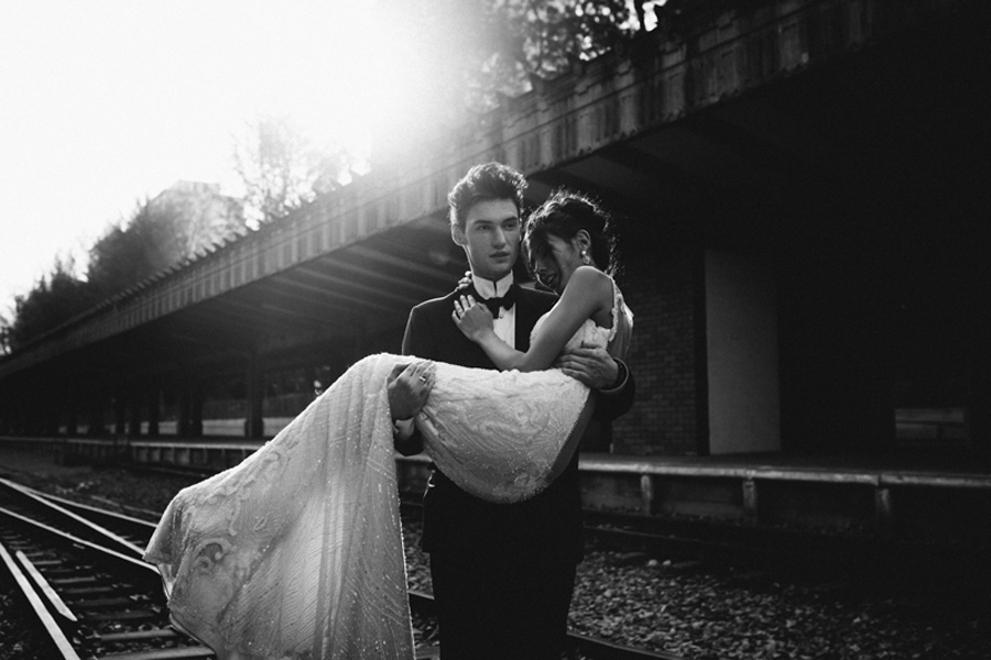 Romance in the Train Station shot by a wedding coordinator