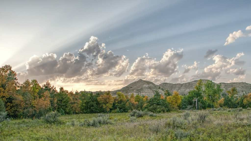 sunset and sun rays from the Elkhorn Ranch site.