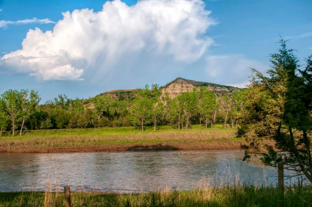 clouds little missour irver hill