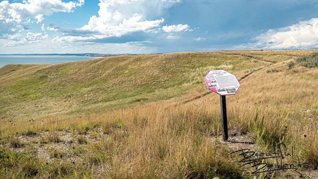 Information about the formation of contemporary towns in the Indian Hills area is presented in this historical information board on the Nux Baa Ga Trail, overlooking Lake Sakakawea .