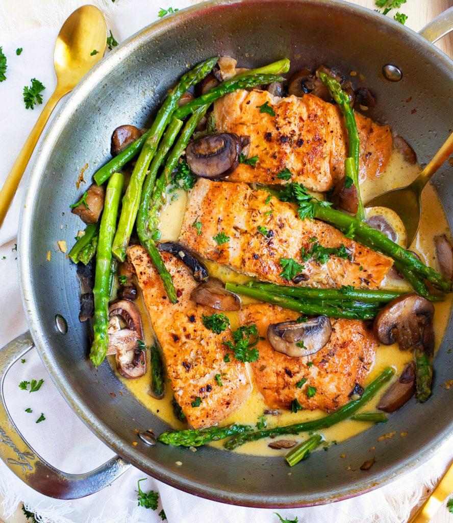 Creamy One-Pot Garlicky Salmon & Asparagus