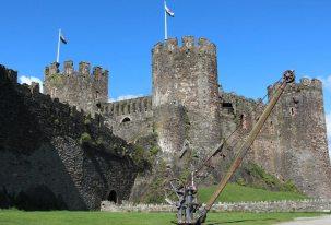 Conwy Castle and crane, Conwy