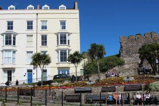 castle-hill-tenby