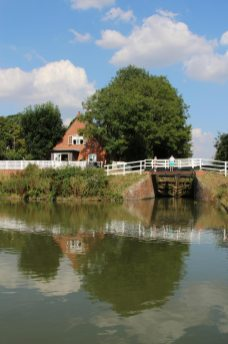 Side pond and Caen Hill Cafe, Kennet and Avon Canal, Devizes