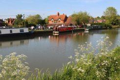 The Black Horse pub, Kennet and Avon Canal, Devizes