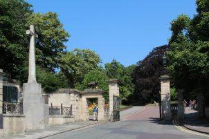 War Memorial and entrance to Royal Victoria Park, Bath