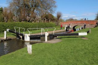 Dun Mill Lock No. 75 and Dun Mill Bridge, Kennet and Avon Canal