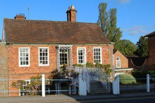 House on Hungerford Bridge, Hungerford