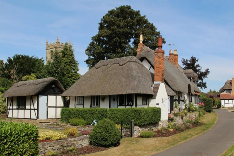 Tenpenny Cottage and St. Peter's Church, Welford-on-Avon