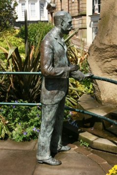 Life-size bronze statue of Sir Edward Elgar, by Rose Garrard, Great Malvern
