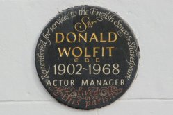 Plaque, Sir Donald Wolfit, Actor Manager, The George and Dragon, Hurstbourne Tarrant