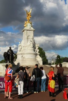 Tourists, Queen Victoria Memorial, Buckingham Palace. London 2012 Olympic Games