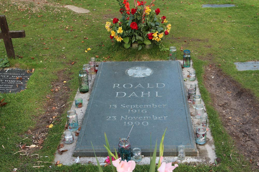 Grave of Roald Dahl, St. Peter and St. Paul Churchyard, Great Missenden