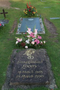 Graves of Roald Dahl and Lorina Crosland, St. Peter and St. Paul Churchyard, Great Missenden