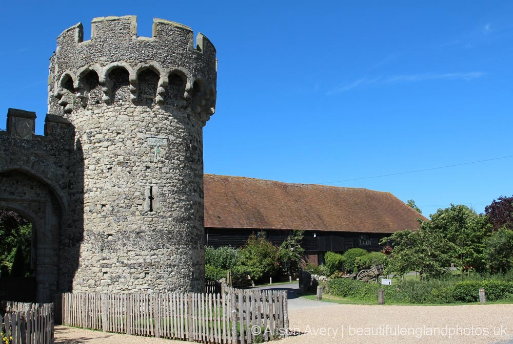 Cooling Castle and Castle Barn, Cooling