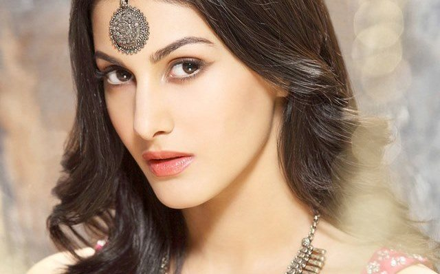 Beautiful girls in India - Amyra Dastur, beautiful indian girl image, beautiful girl image, indian girls photos, indian girls images