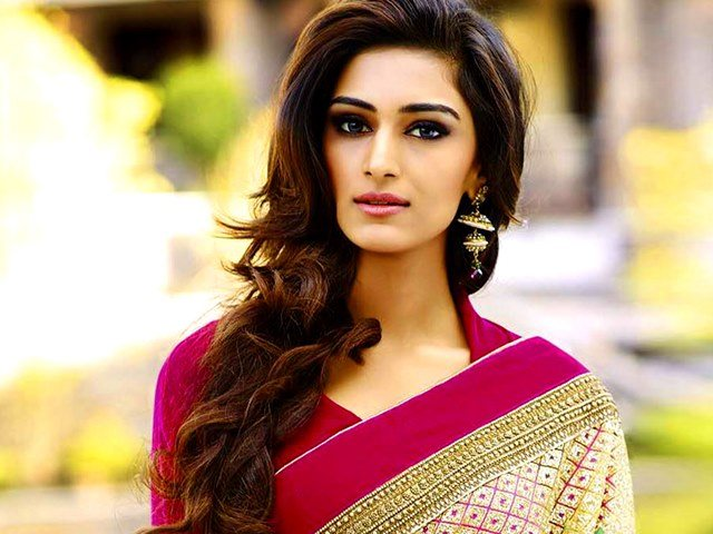 One Of The Most Beautiful Indian Girls Erica Fernandes Is Best Known For Her Role Of Dr Sonakshi Bose In The Serial Kuch Rang Pyar Ke Aise Bhi