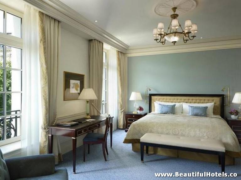 Shangri-La Hotel (Paris, France) 13
