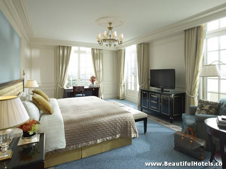 Shangri-La Hotel (Paris, France) 26
