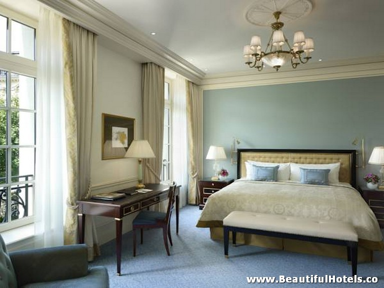Shangri-La Hotel (Paris, France) 27