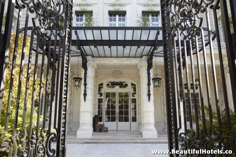 Shangri-La Hotel (Paris, France) 31