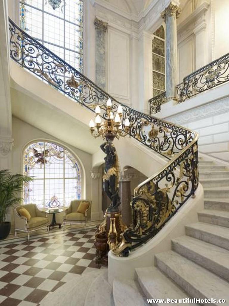 Shangri-La Hotel (Paris, France) 39