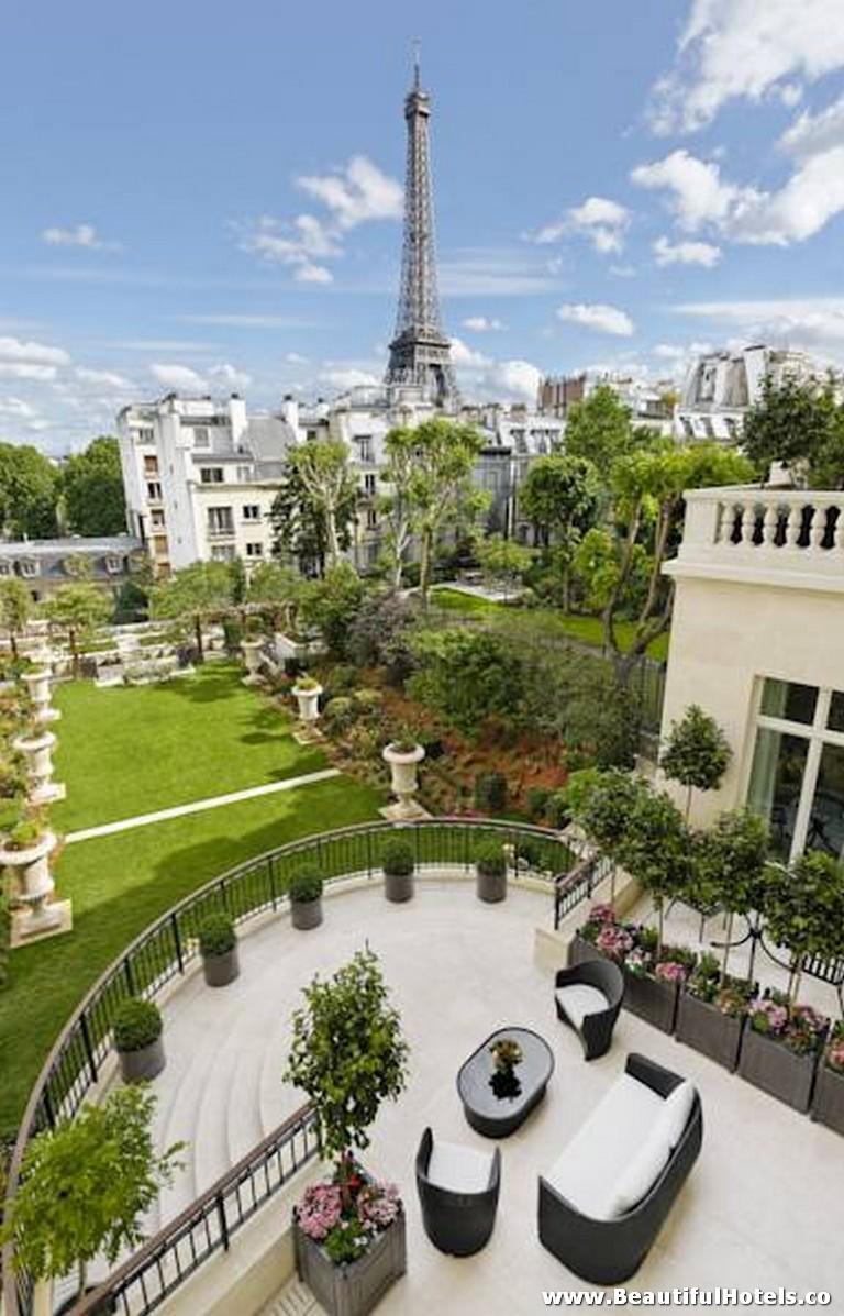 Shangri-La Hotel (Paris, France) 45