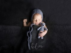newborn-photography-boy-with-grey-bear