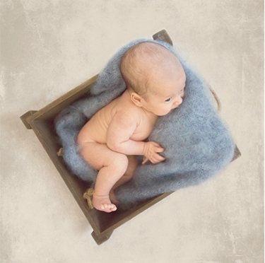 baby-boy-in-crate-blue-beautifullittlemoments