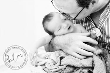 lifestyle-newborn-baby-dad-black-white-beautifullittlemoments