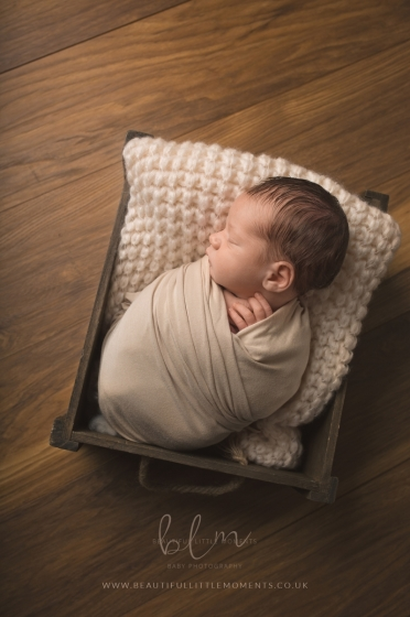 newborn-baby-dark-wood-bed-crate-photo-epsom-surrey