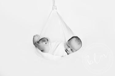 newborn-baby-photo-shoot-epsom-surrey-black-white-hamock