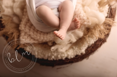 newborn-baby-photo-shoot-epsom-surrey-tiny-feet