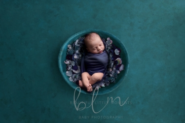 newborn-boy-teal-bowl-flowers