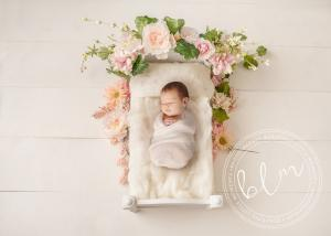 unsettled-baby-newborn-baby-photo-bed