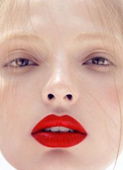 Nude makeup velle lippen