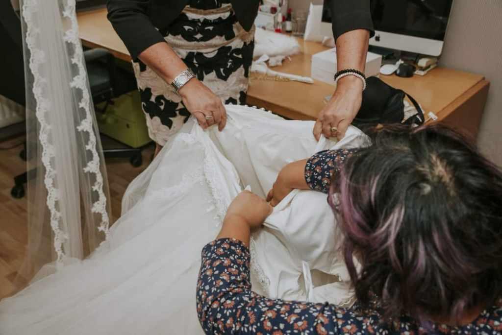 aankleedservice bruidsjurk