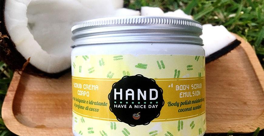 Tutto quello che c'è da sapere sull'esfoliazione estiva☀️- Review Scrub Crema Corp levigante idratante al profumo di cocco H.A.N.D