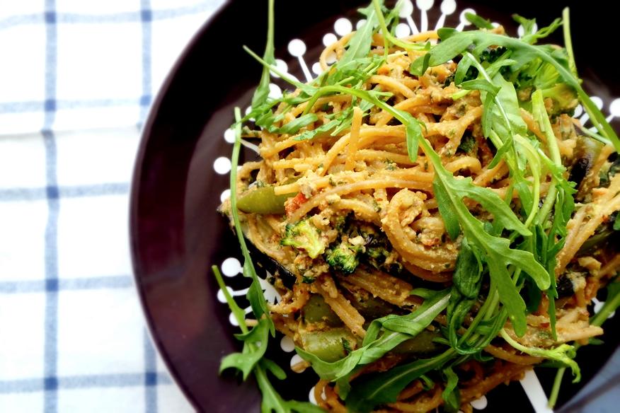 Creamy vegan spaghetti with roasted vegetables