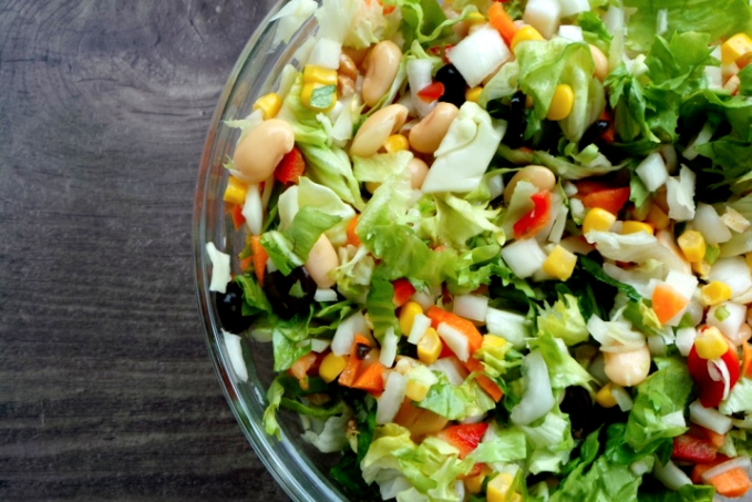 8 MINUTE SATISFYING HIGH-FIBER SALAD