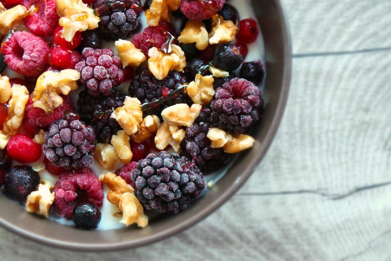 YOGHURT WITH BERRIES AND NUTS - RECIPE FOR GLOWING SKIN