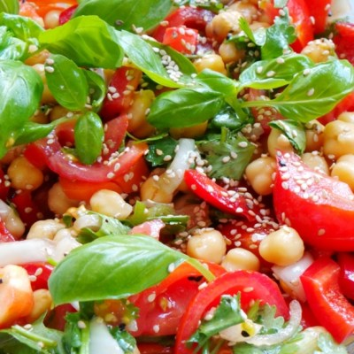 Healthy Tomatoes, Basil and Chickpea Salad – Vegan and Gluten-Free