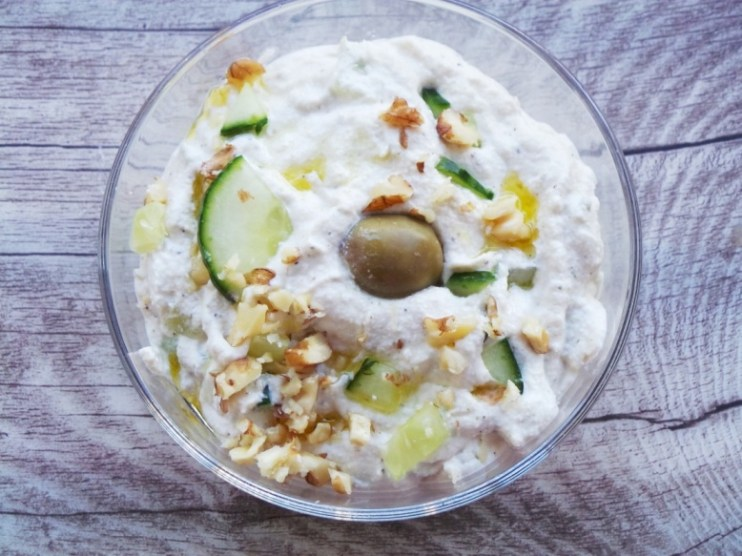 Vegan and paleo tzatziki recipe! This delicious tzatziki is dairy-free and healthy!