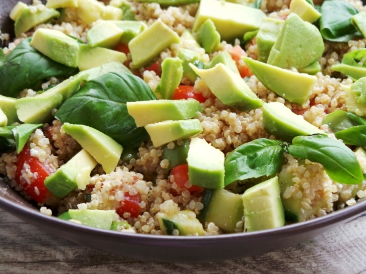 HEALTHY QUINOA SALAD WITH AVOCADO