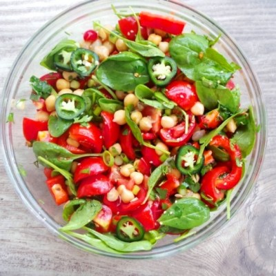 Healthy Tomatoes, Chickpea and Spinach Salad For Healthy Skin