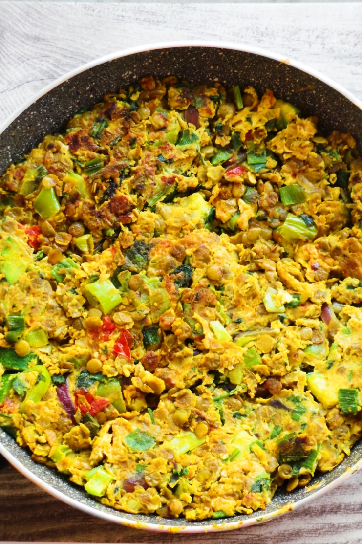 Healthy vegetable frittata with lentils! This is an easy and super delicious healthy lentil recipe that is gluten-free, vegetarian and high-fiber. Great for breakfast or lunch on the go, also dinner - any time of the day - make this ahead and be excited for lunch!